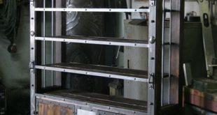 Bücherregal von www.zagorskikuzni … #VintageIndustrialFurniture